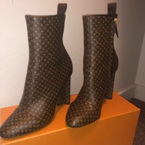 Louis Vuitton Silhouette Ankle Booties